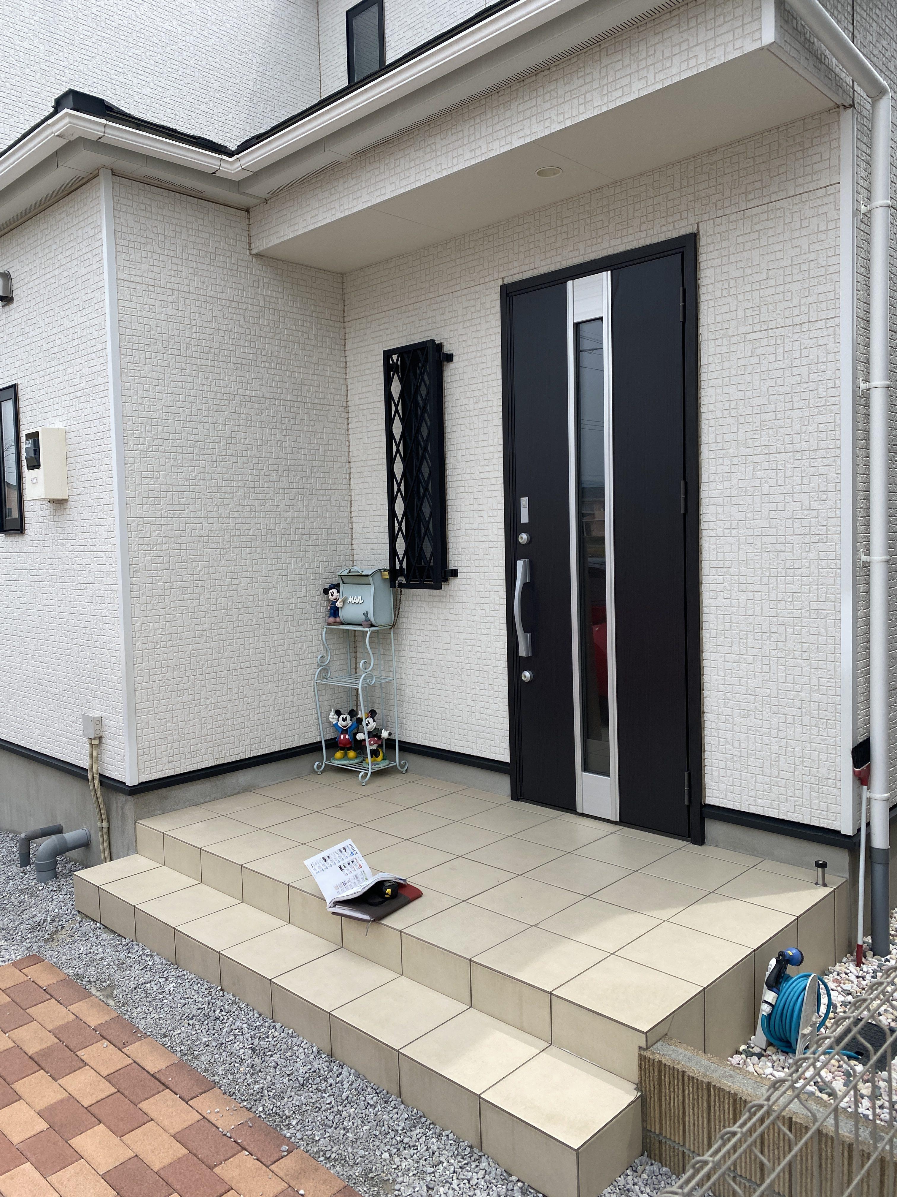 M Baseの*玄関のひさし設置工事*の施工前の写真1
